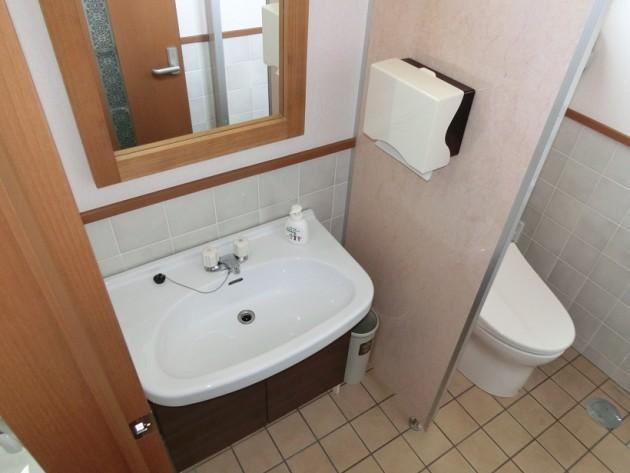 【女子トイレ洗面台】