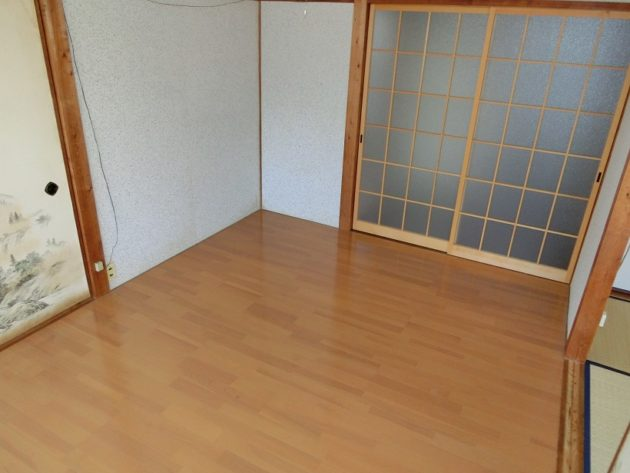 【壁は和風な洋室6帖】