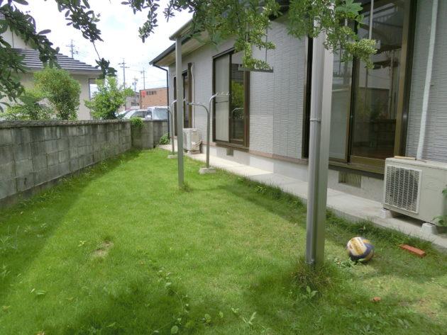 【芝生のある庭②】