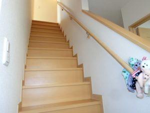 【もちろん手すり付きの階段】