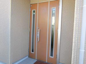 【おしゃれで大きな玄関ドア】