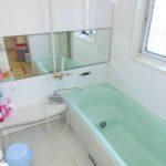 【ゆったりしたバスタブのある浴室】