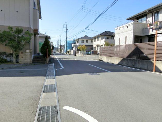 【8.5mある前面道路】