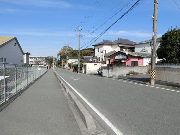 【第五小学校裏にある300万円の土地前面道路】