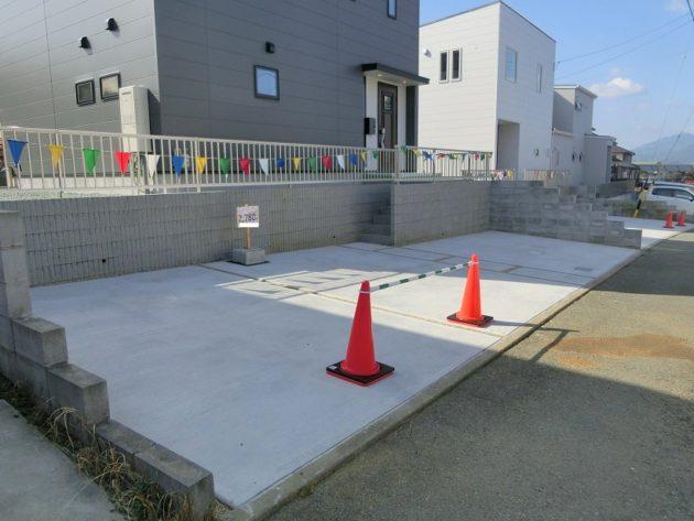 【3台以上駐車スペースのある駐車場】