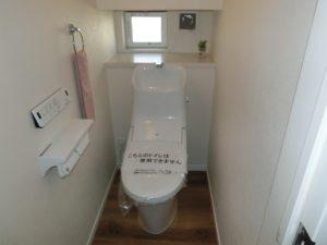 【階段下スペースを利用した1階トイレ】
