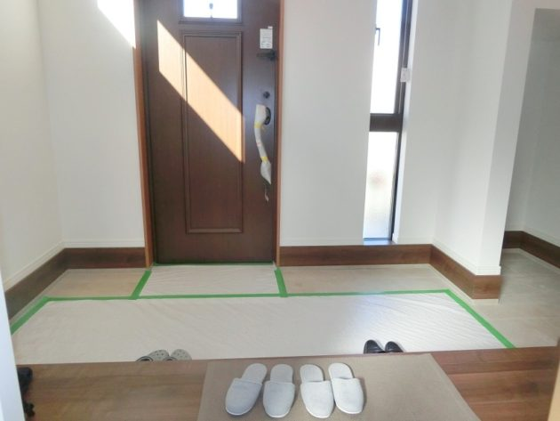 【明るい雰囲気の玄関ホール】