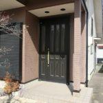 【2か所の鍵穴のあるダブルロック式玄関ドア】