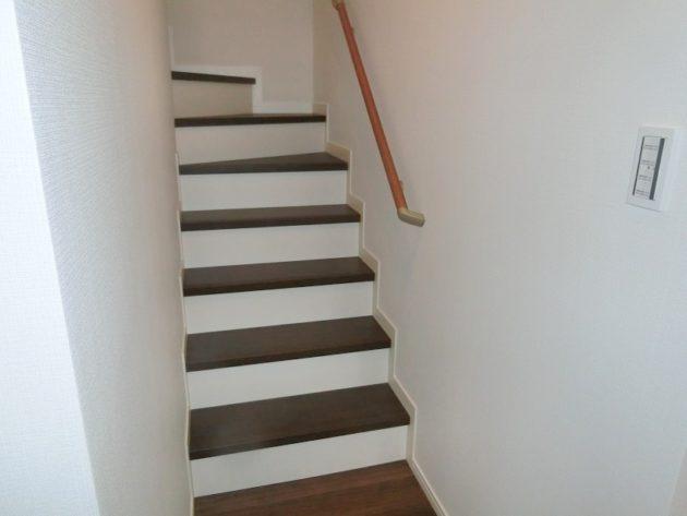 【もちろん手すりの付いた階段なんで安全設計です】