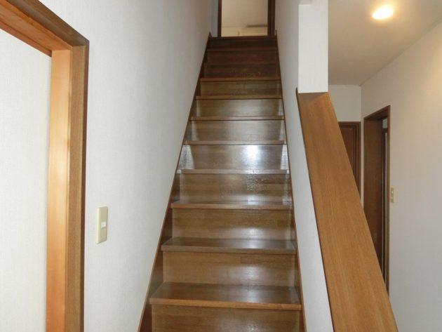 【上りやすいまっすぐな階段】