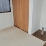【LDKに隣接した縁なし畳が敷かれた和室】