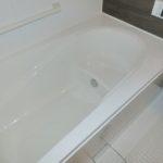 【半身浴をしながら読書もできる浴槽】
