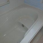 【半身浴のできる大きな浴槽】