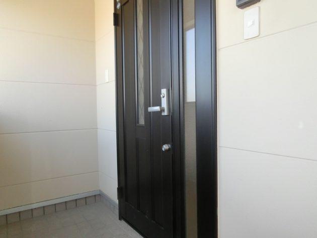 【安心なダブルロック付きの玄関ドア】
