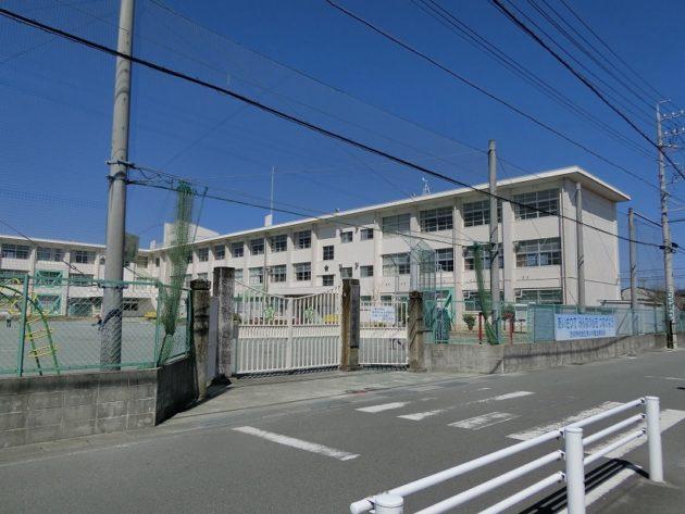 【借家より歩いてすぐにある松江小学校】