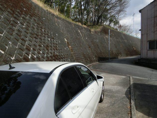 【15メートルほど離れたところにある縦列駐車の駐車場】