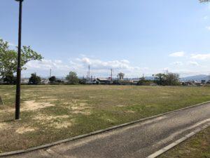 【3密を避けられそうな大きな芝生広場】