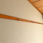 【押入だけじゃなく壁にもフックが付いてかけることが可能です】