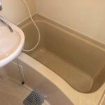 【少し小さいですが、ちゃんと浴槽&洗い場&シャワーもある浴室】