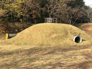 【桂瀬公園内の子供たちがよろこびそうな土管の遊び場】