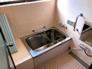 【懐かしいタイル張りの浴室】