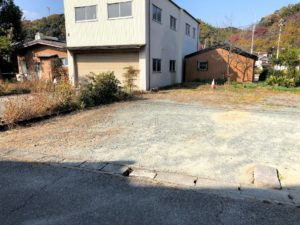 【玄関前にある駐車スペース】