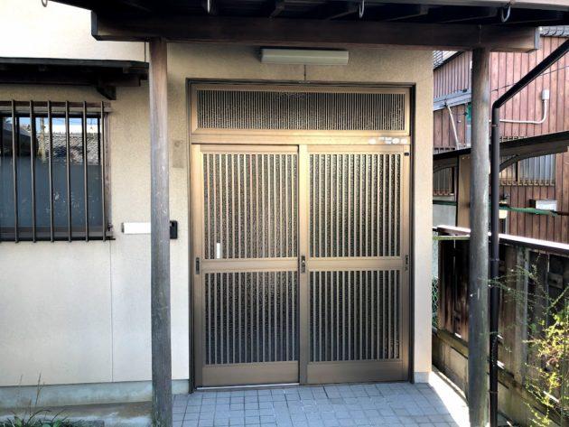 【大黒田町中古住宅玄関戸】